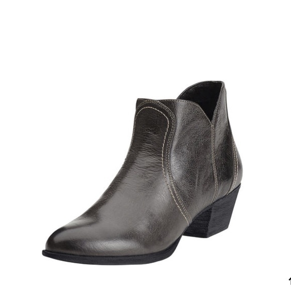 f37c2ac77bc Ariat Astor Leather Western Ankle Boot